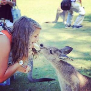 Photo avec un kangourou en Australie