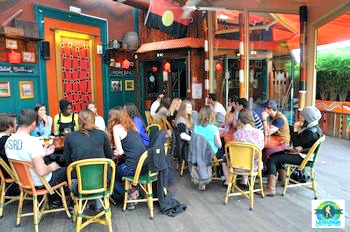 La réunion des backpackers de l'Australie au Café Oz