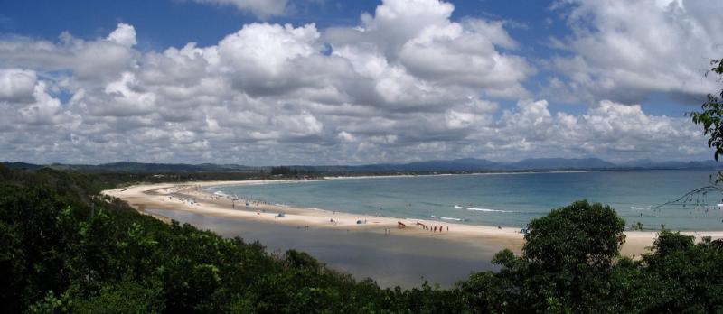 Les plages de Byron Bay attirent de nombreux surfeurs, la ville est un haut lieu touristique de l'est australien.© PhotoCC-BY Andrea Schaffer