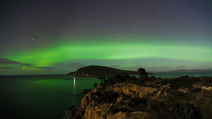 Aurore Australe Australie formant un tube vert