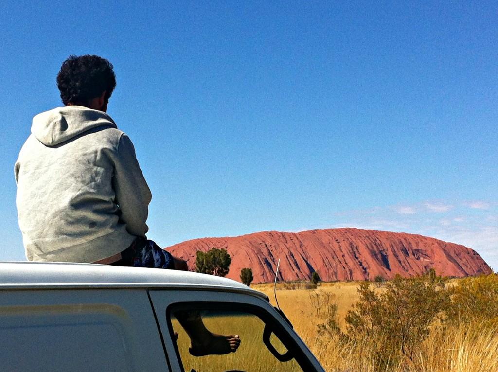 Uluru Australie vue de loin
