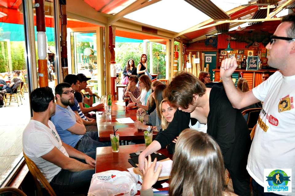 La réunion des backpackers de l'Australie au Café Oz
