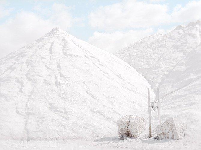 Très hautes montagnes dans la mine de sel