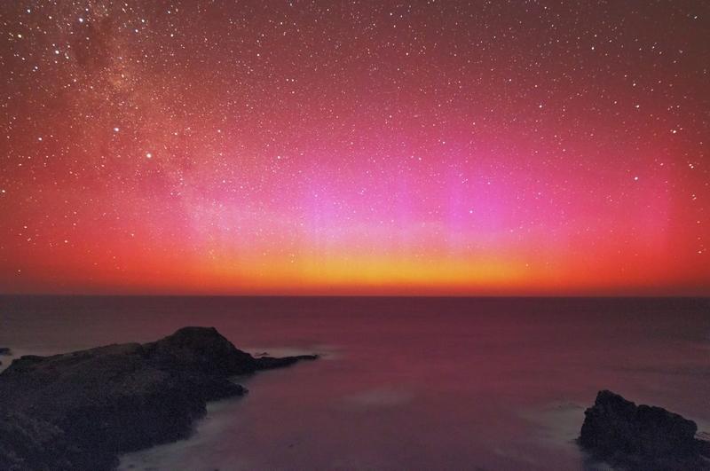 Aurore Australe Australie rouge, orange et rose